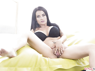 VirtualTaboo.com Busty mature mom Bianka Blue needs a good sex