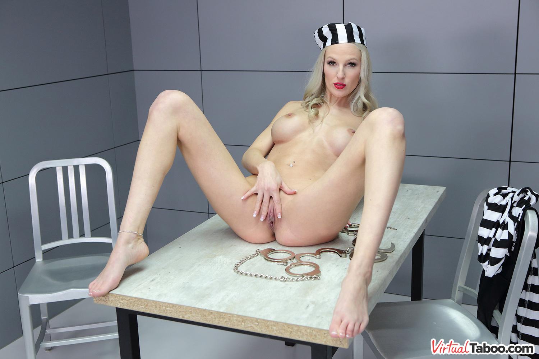 VirtualTaboo.com Mavi Pearl, mère sexy, se fait prendre en prison