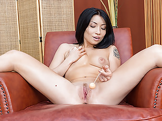 VirtualPornDesire - Asian hottie tries out her new sex toys