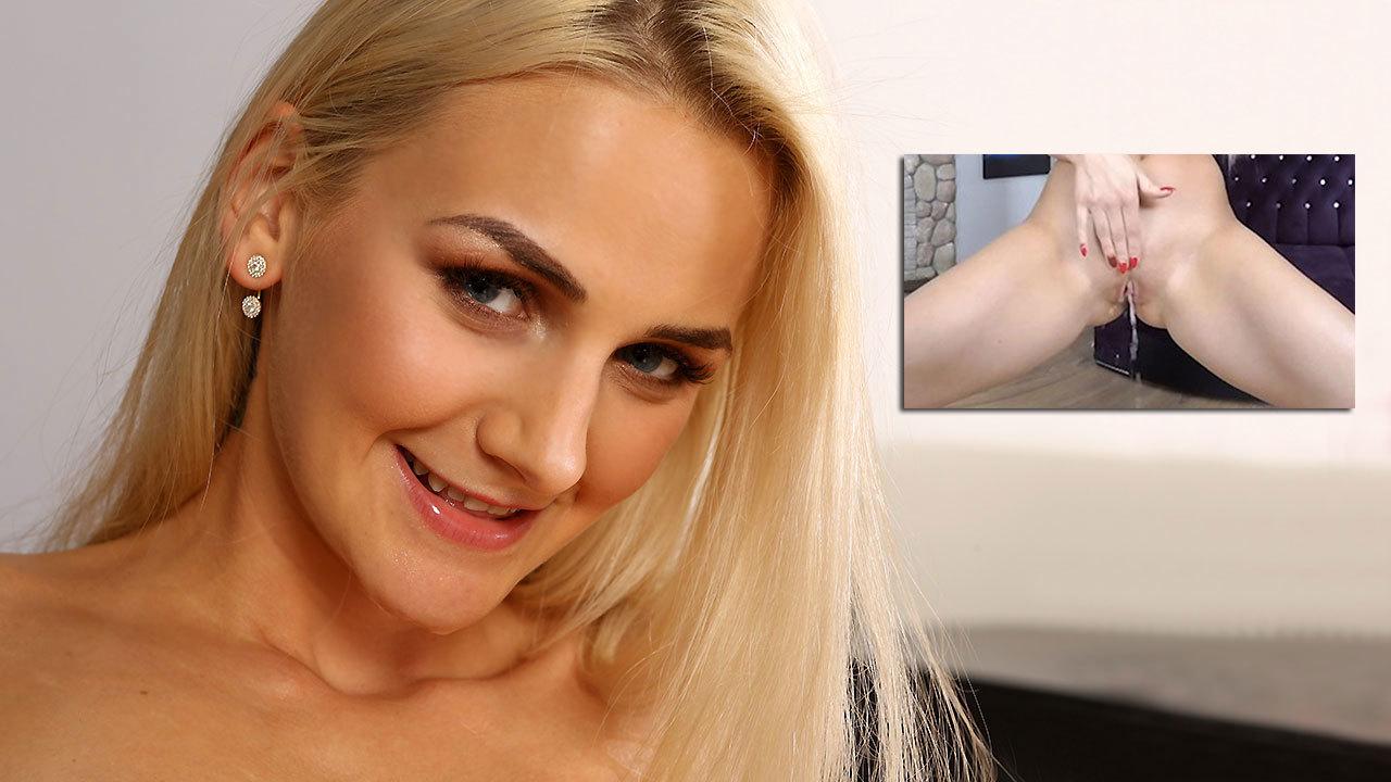 Virtualpee - Wibrator gra dla babe Katy Sky, która gra siusiu