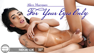 GroobyVR: Alice Marques in For Your Eyes Only