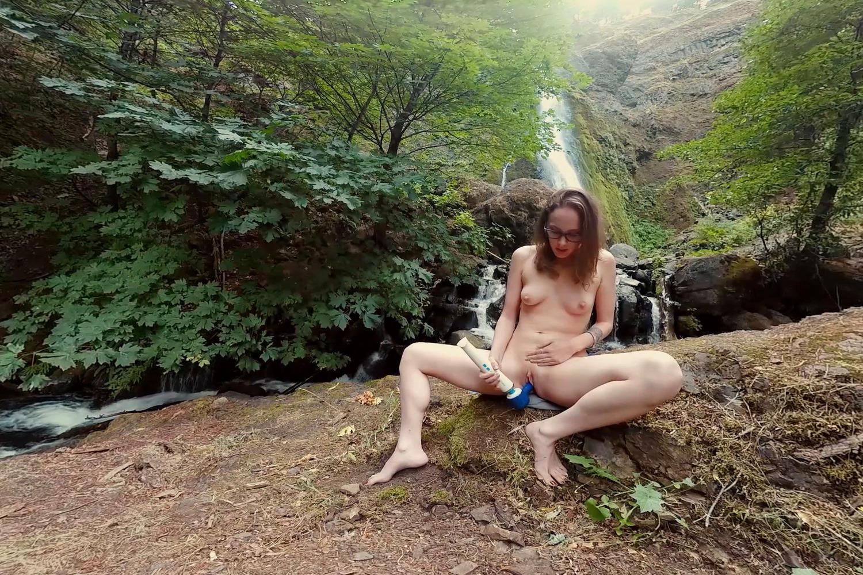 Endza & Sierra - Luscious Licking
