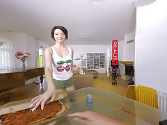 RealityLovers- Pizza Babe Monika VR