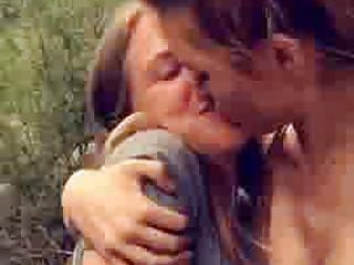 Bella Thorne & Bella Pendergast - Lesbian Kiss