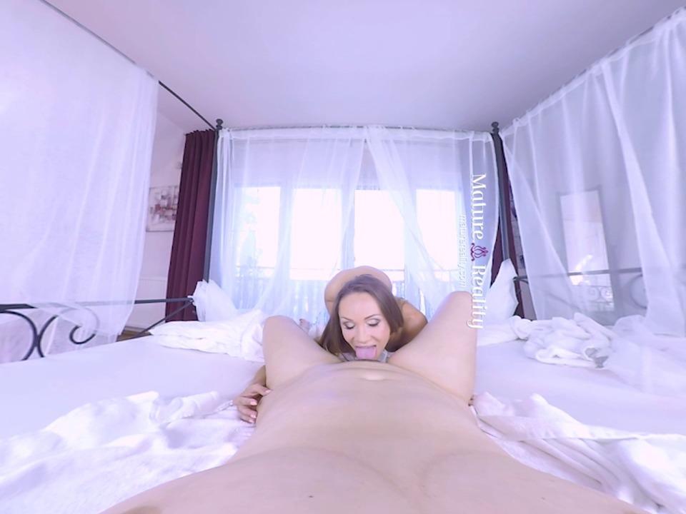 MatureReality VR - Lesbian Matures