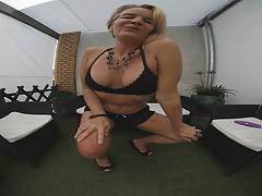 das ist, was ich dachte, alle da Jungs wud sagen nette Titten schöne Brüste Ich will dich beißen