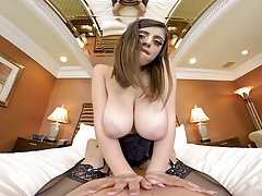 Big natural tits in your FACE! Naughty America VR