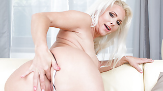 VIRTUAL TABOO - Sexy mom Kathy needs a good fuck