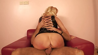 Blonde take in with pleasure a doggystyle banging